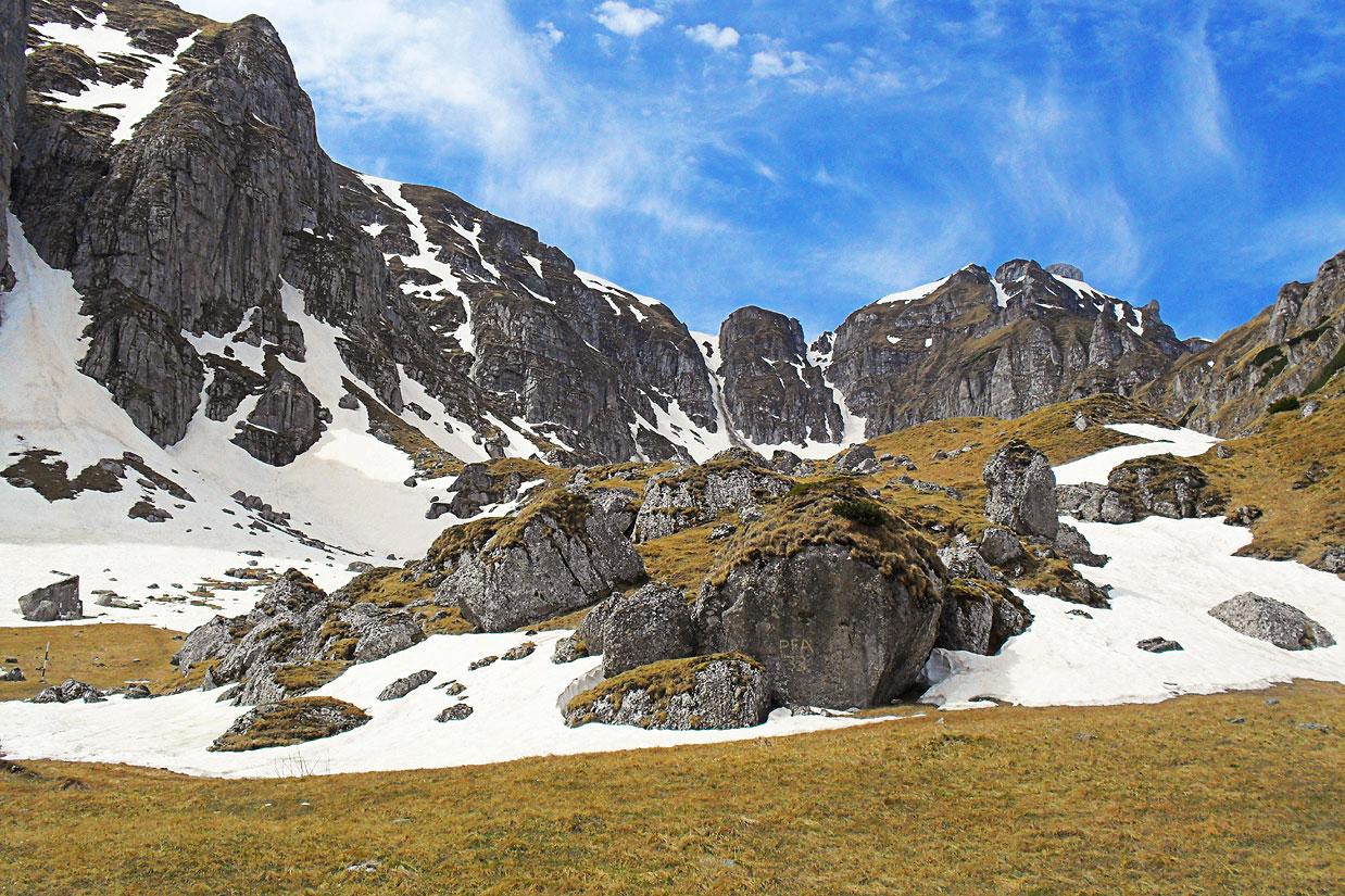 Atmosfera de primavara la munte
