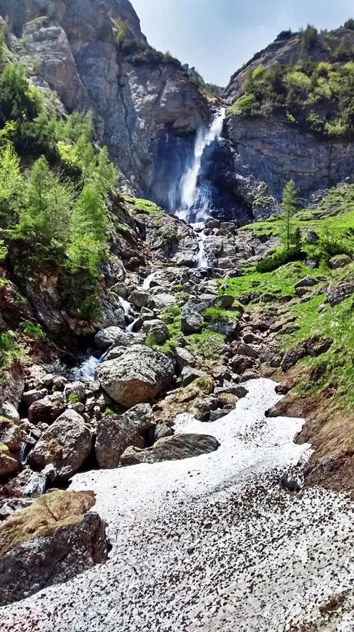 Cascada in Bucegi